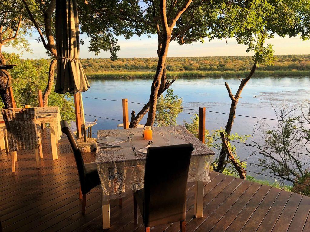 Abendessen mit Blick auf den Okovango