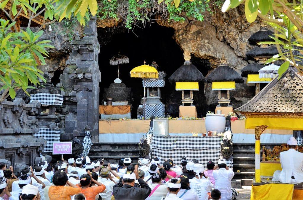 Zeremonie im Pura Goa Lawah Tempel