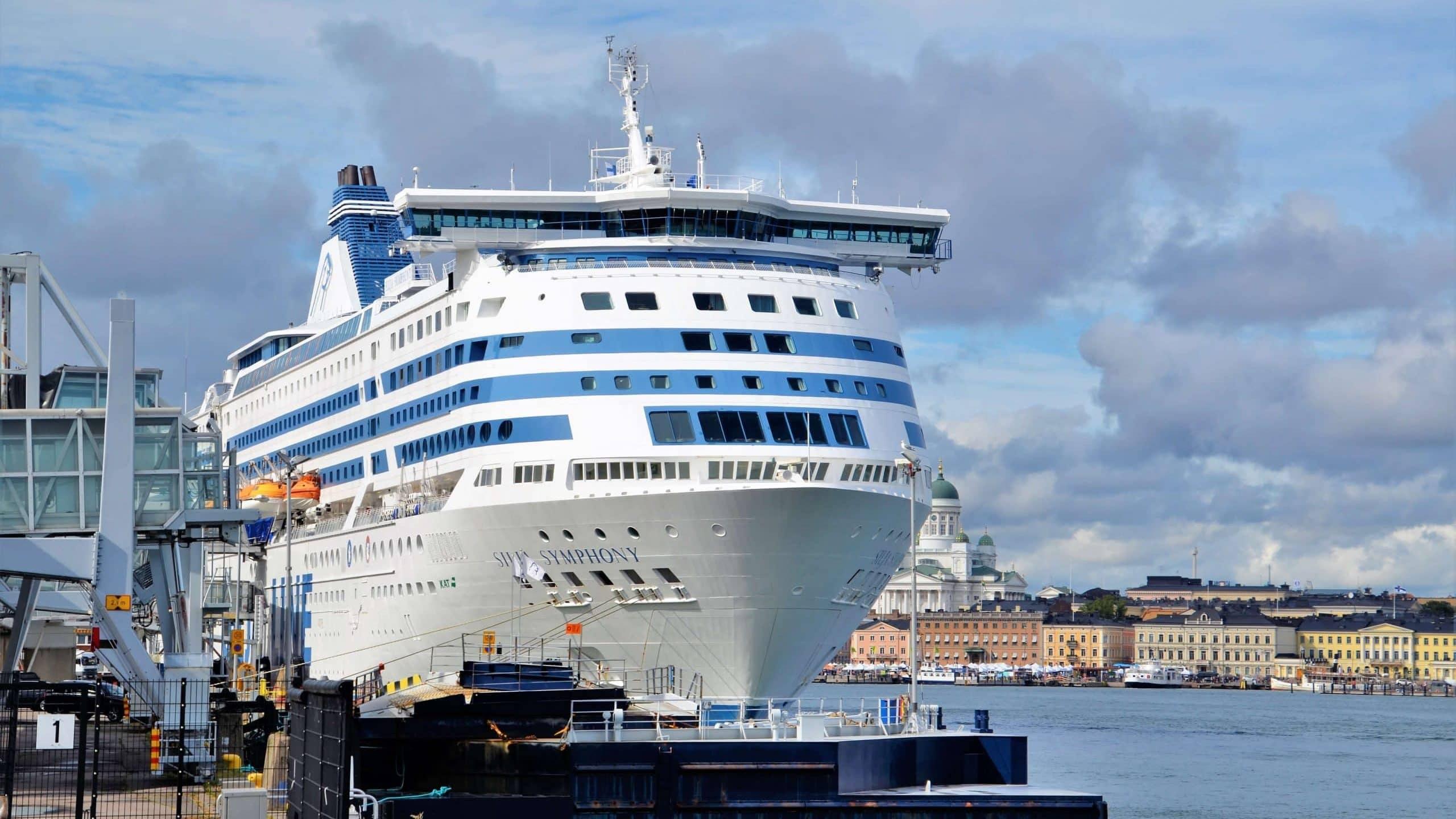 Ostsee-Kreuzfahrt Silja Symphonie im Hafen von Helsinki