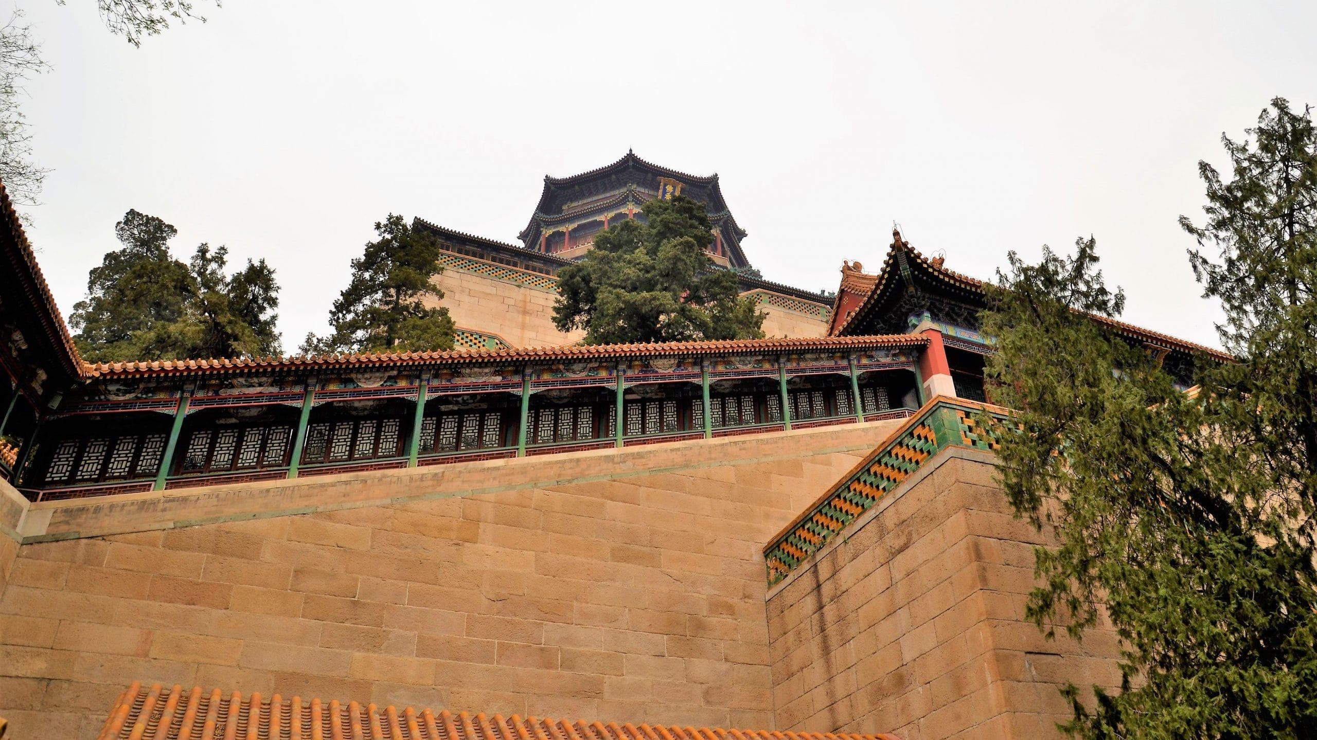 Sommerpalast Peking  - die Treppen nach oben